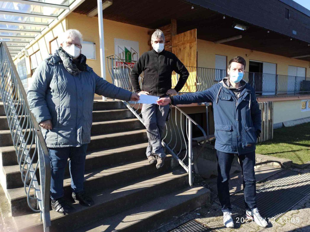 Foto der Spendenübergabe in Eschhofen